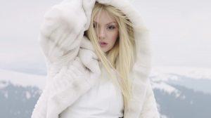 """Alexandra Stan feat. Havana, """"Écoute"""" (captură din clip)"""